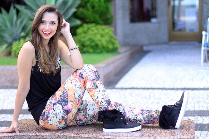 05-look doa dia calça estampa com tênis pelo petite jolie blog sempre glamour jana taffarel