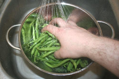 46 - Bohnen waschen / Wash beans