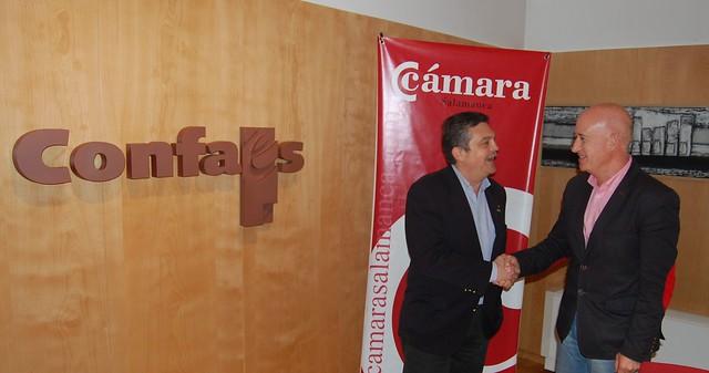El presidente de CONFAES y de la Cámara de Comercio, Juan Antonio Martín Mesonero; junto al número 3 de la lista de VOX al Ayto. de Salamanca, Enrique de Santiago.