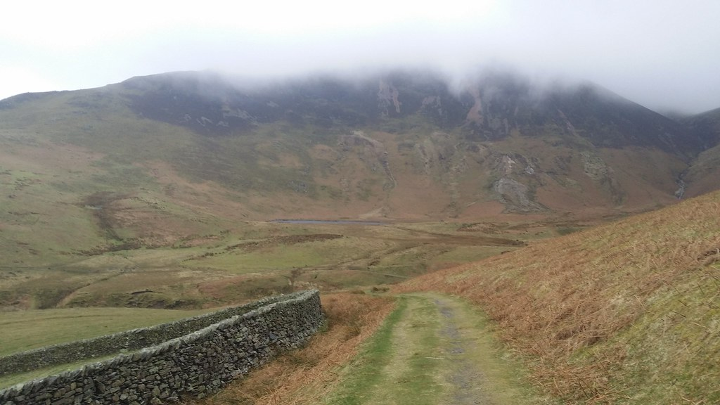 Leaving High Nook Tarn along the terrace route #sh