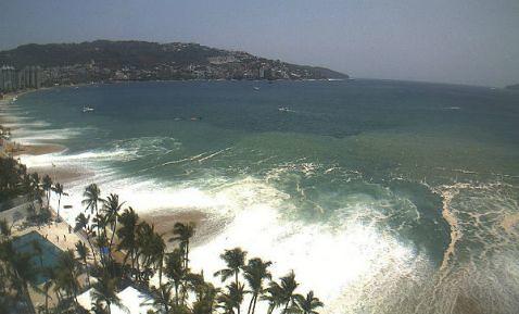 Reactivan alerta por mar de fondo en Michoacán; cierran todas sus playas