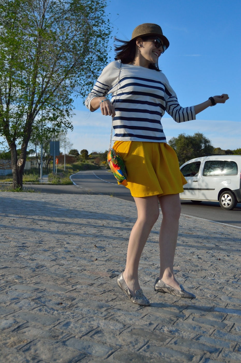 lara-vazquez-mad-lula-style-fashion-blog-girl-stripes-spring-ywllow-shorts