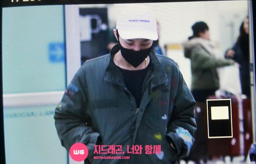 G-Dragon - Gimpo Airport - 02mar2015 - With G-Dragon - 01