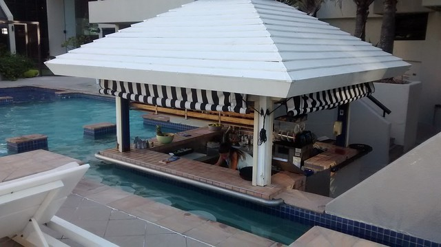 pool bar QT