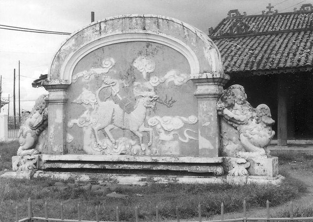 Mausoleum near TSN - Photo by Jim White July 1970 - Lăng Cha Cả