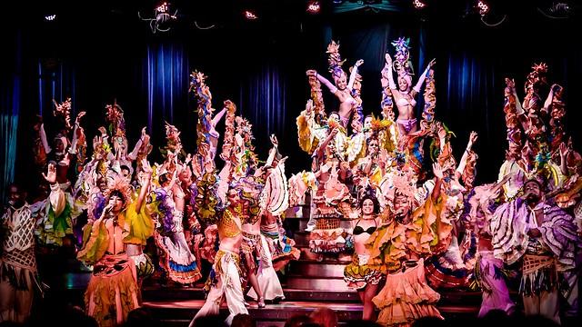 Juerga!..., por ejemplo en el Cabaret Parisien de La Habana