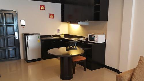 มุมครัวในห้องพักที่ Karon Horizon Beach Resort and Spa