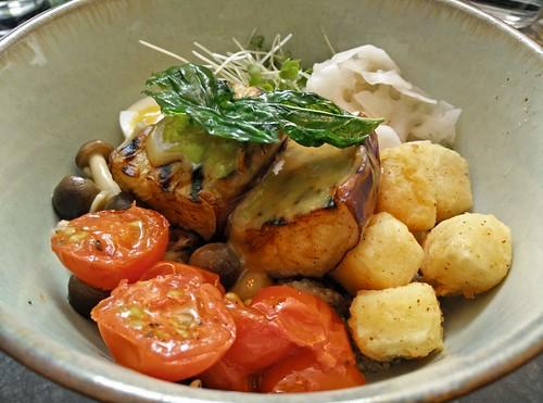 Aubergine Quinoa Bowl