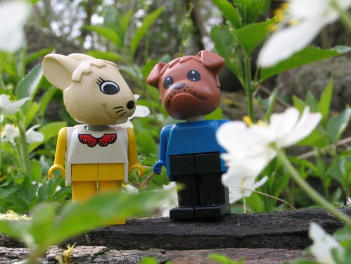 Lego Fabuland Bonnie Bunny and Benjamin Bulldog