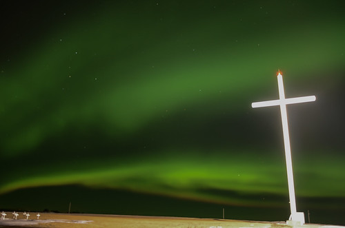 night lights cross aurora saskatchewan northern auroraborealis northerenlights