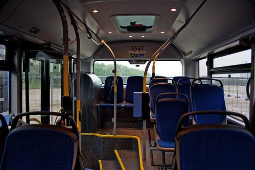 MAN verzichtet auf den Einbau eines stehenden Motors und bietet somit hinten mehr Platz für die Fahrgäste