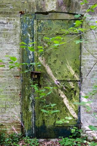 Derrière la porte verte - Behind the green door