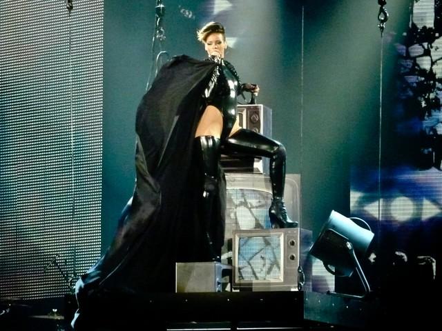 Rihanna - Last Girl on Earth Tour - Halle Tony-Garnier, Lyon (2010)