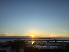 And, just like that, fall is here. #Everett #sunset #equinox #autumn #fall #pnw #pnwonderland #portofeverett #whidbeyisland #olympics #clouds #horizon #marina #glowy #everettsunsets #sun #sol #soleil ☀️