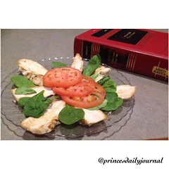 """Compliments to Chef Ryan for his creativity of turning a simple dish into #foodart! #whatsprinceeating: """"Grilled Chicken with lettuce and tomatoes"""" www.princesdailyjournal.com #princesdailyjournal #princeinthecity #boston #lunch #law #lawschool #suffolkla"""