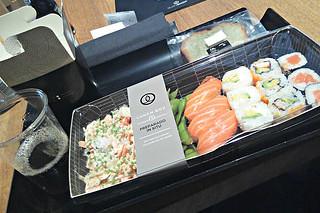 http://hojeconhecemos.blogspot.com.es/2014/10/eat-sushi-shop-madrid-espanha.html
