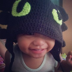 #babyJJ tries on Kenji's #NightFury hat; it's too big for him□□ I'm still hooking his toddler-size #Toothless earflap hat□□ #crochet #earflaphat