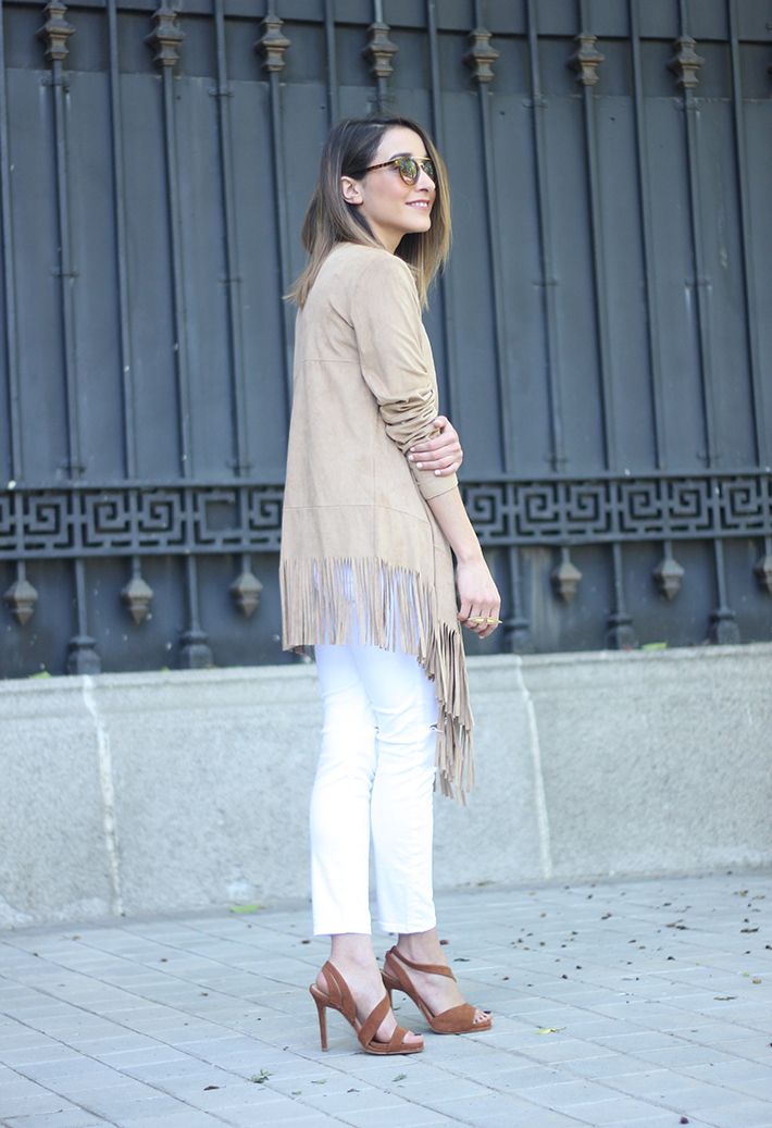 White Outfit With A fringed jacket04