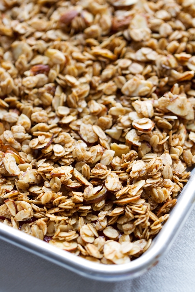 Honey-Almond-Coconut-Oil-Granola-Honey Almond Coconut Oil Granola - Crunchy granola loaded with almonds and sweetened with honey. So good! #coconutoil #granola #homemadegranola #honey | Littlespicejar.com