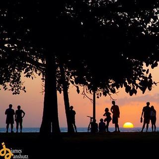 Choose your spot! #hawaiistagram #hawaii #hnnsunrise #honolulu #sunset #oahu #jamesanshutz #alohahuffpost #alohaspirit