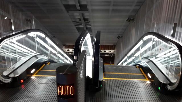 成田機場第三航廈巴士下車處旁手扶梯