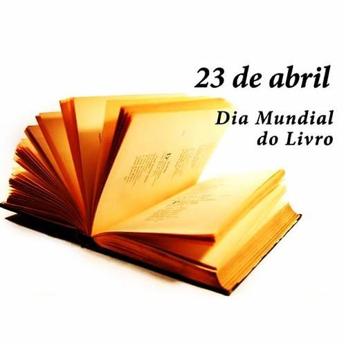 Minha eterna paixão... Amo livros!! Bom diaaaa!!  #diamundialdolivro #AmoLivros #SextaFeira
