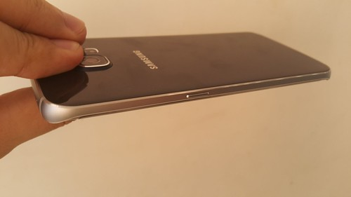 Samsung Galaxy S6 edge ด้านขวา