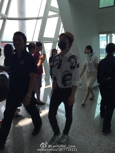 more BIGBANG arrival Shenzhen 2015-08-07 (16)