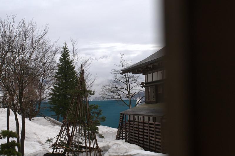 もう雪囲いははずしていいね_201504