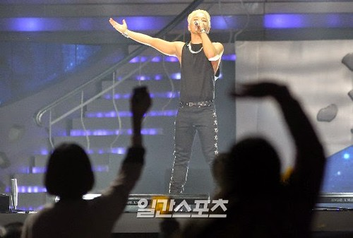 Taeyang-GoldenDisc-Awards-mainshow-20150114-press-113