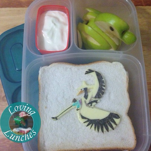 Loving that I decided to pack said Apple swan anyway… and that I forgot the panda pick in this Crane#KungFuPanda @easylunchboxes   Again with the #bentoproblems Last night was not my night 😅 #funwithfood #funfood #schoollunch