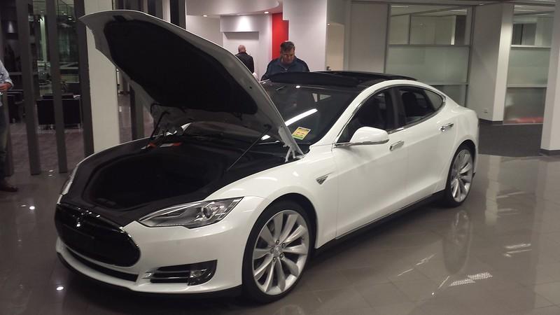 2015 Tesla Model S Review