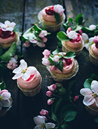 http://call-me-cupcake.blogspot.se/2014/04/sourcream-rhubarb-cupcakes-with-ginger.html#.VUCJhWY87Xk