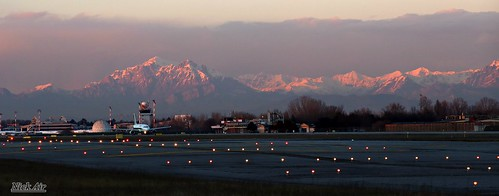 sunset milan airport milano aircraft planes snowymountains img0309 airportlandscape linlmil