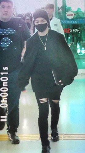 Big Bang - Incheon Airport - 24sep2015 - YB 518 - 02