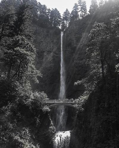 Multnomah Falls, Oregon #waterfall #multnomahfalls #portland #oregon #columbiarivergorge #northwest #scenic #blackandwhite #bnw #bnw_rose #Bnw_igers #bnw_captures #bnw_demand #bnw_add #bnw_fotografare#bnw_jj #bnw_kings #bnw_mood #bnw_one #bnw_planet #bnw_