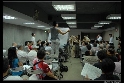 2007年5月一場虛應故事的說明會。攝影:Munch
