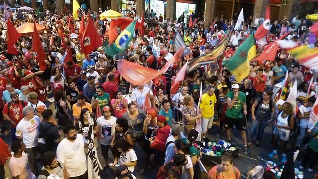 Concentración contra la destitución de Dilma en la ciudad de Porto Alegre en abril de este año. - Créditos: Foto: Daniel Isaia/Agencia Brasil