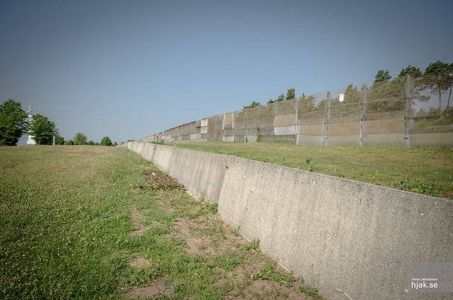 Anti-vehicle ditch and border fence
