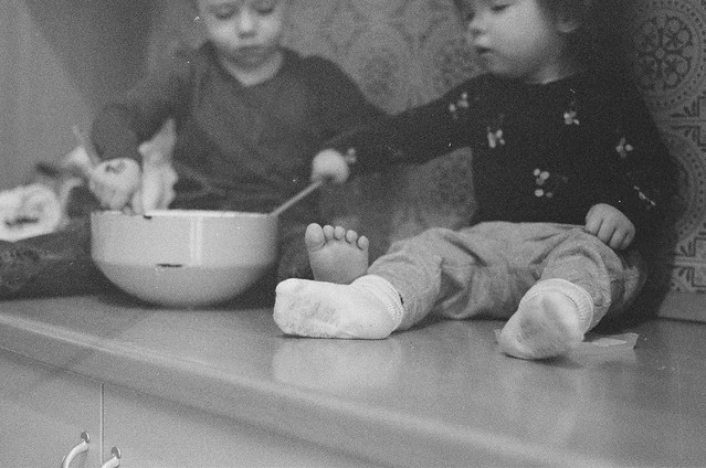 Will and Shiloh making pancakes black and white film-7