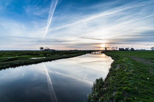 blue sunset reflection green water grass canon river zonsondergang groen blauw cloudy bluesky gra bewolkt goldenhour reflectie rivier blauwelucht canoneos450d goudenuur janalbert sterklicht janalbertnoordstra sterklichtcom