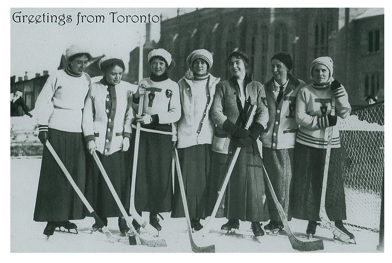 retro - women hockey