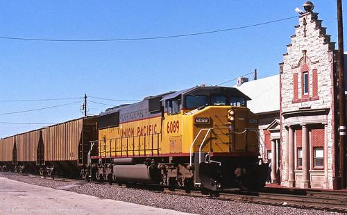 trains railroads unionpacific up locomotive sd60m emd depot columbus nebraska
