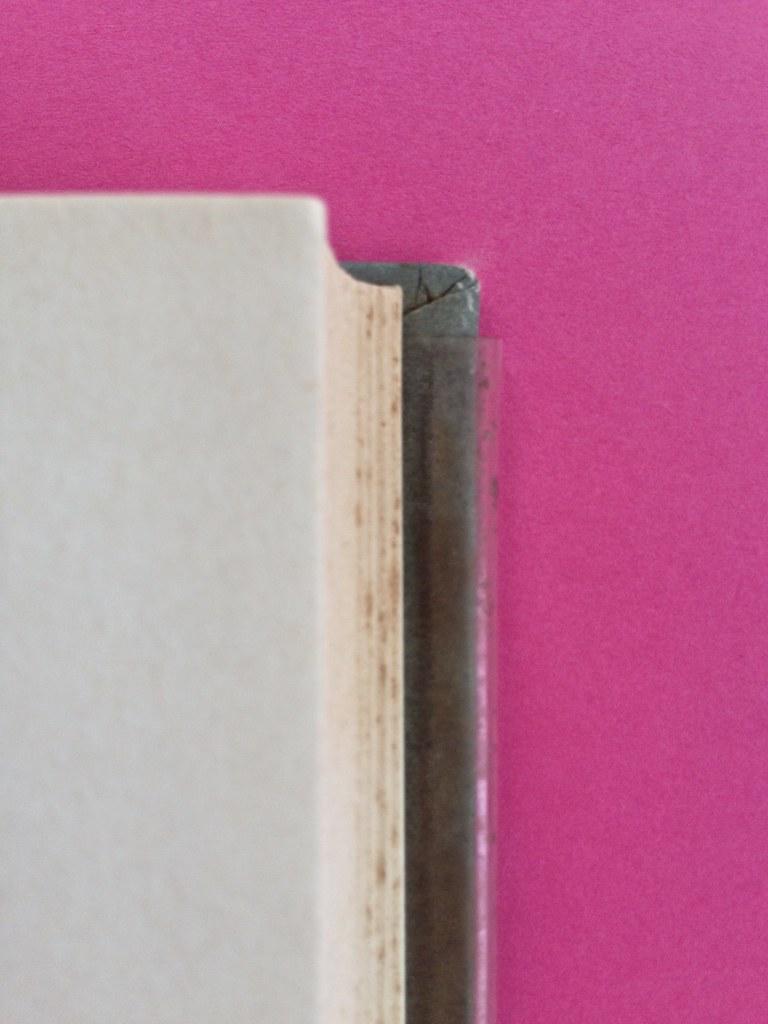 Disamore, di Libero Bigiaretti. Bompiani 1964. [Responsabilità grafica non indicata]. Taglio laterale (part.), 1