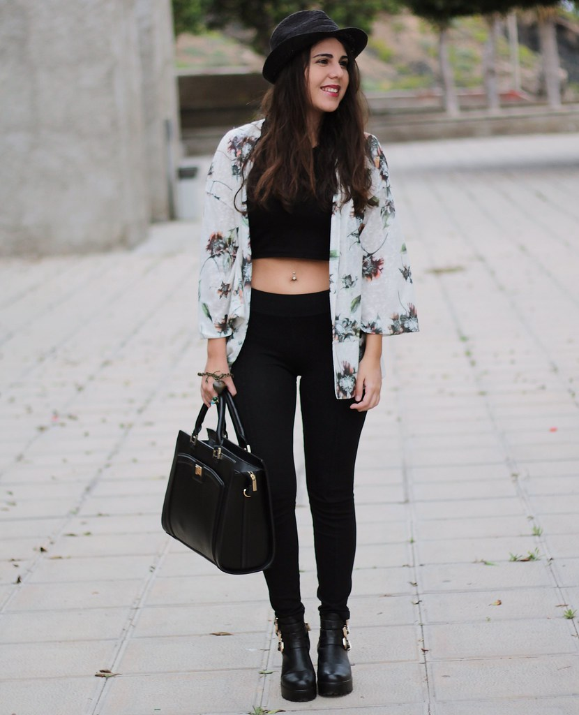 http://www.anunusualstyle.com/2015/04/floral-cardigan.html