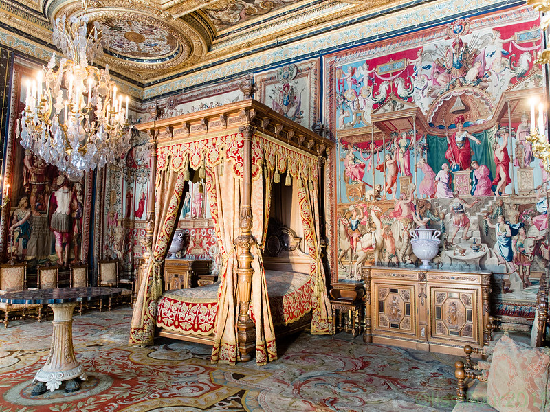 Anne d'Autriche bedroom Château Fontainebleau castle unesco world heritage France English infos