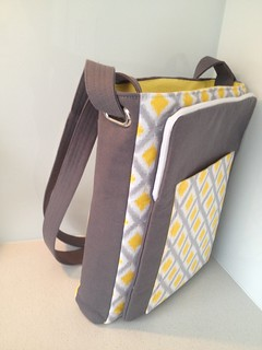 Lombard Street Bag / back view with iPad pocket.