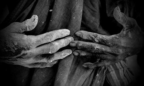 bw woman india donna hands hand mani mano karnataka biancoenero pittura 2015 anziana gadag lakkundi imbianchina