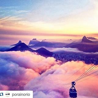 #rio in the #clouds  #brazil #brazilian #riodejaneiro #brasil #brasileiro   #Repost @porainorio ・・・ Esse nevoeiro que rolou nesta tarde @porainorio transformou completamente uma paisagem já conhecida. E quem registrou 📷📷 foi o @alvaromollica