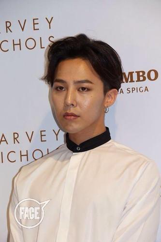 G-Dragon_HarveyNichols-COLOMBO_VIA_DELLA_SPIGA-HongKong-20140806 (18)